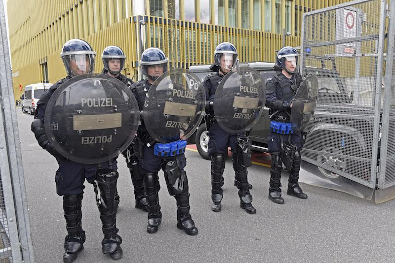 Neue-Schutzausr-stungen-f-r-Polizisten